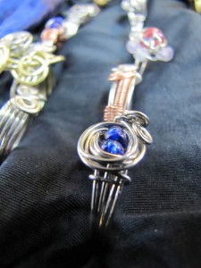 bluebeads-silvercurl_ajai